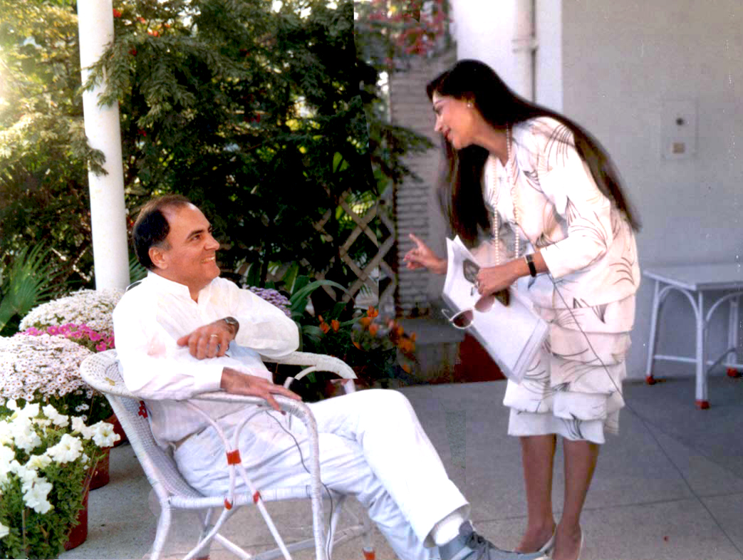 """He said """"If it comes to sacrificing my life for my country - I won't hesitate..' 29 yrs ago, today, he left us…bereft. Not a day goes by when we don't grieve the tragic loss.. Read my article: The Rajiv I Knew.. simigarewal.com/rajiv_i_knew.h…"""