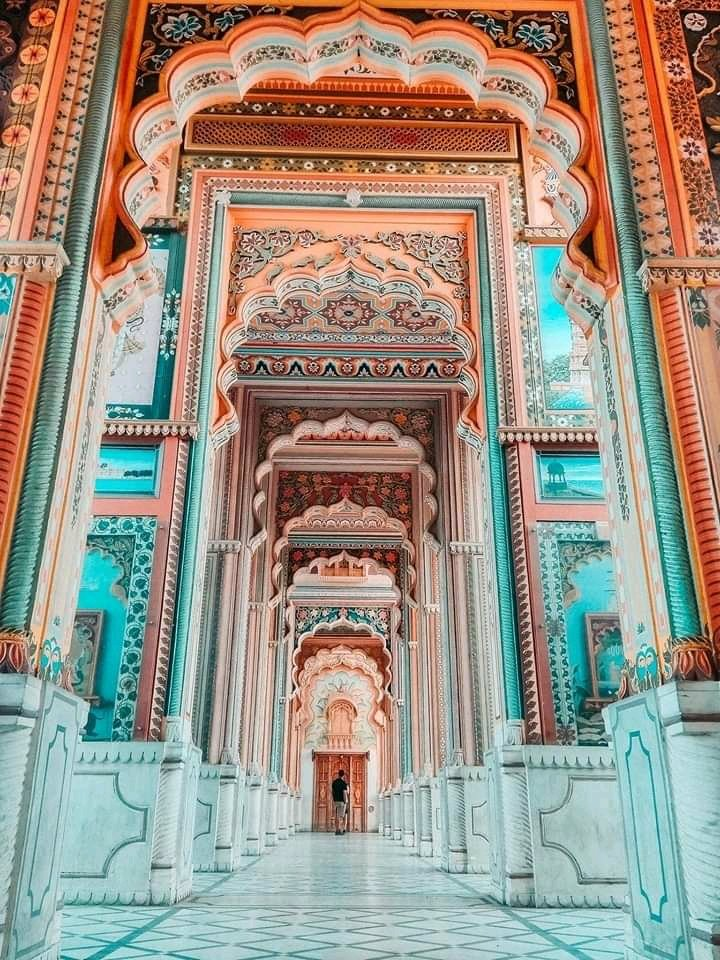 Colorful Patrika Gate at Jaipur, Rajasthan Tourism  #JaipurCity was built on the principles of Vaastu Shastra and had a wall surrounding the city with seven gates. Later Sawai Man Singh built a new gate (eighth) gate. The Patrika Gate has now become the ninth gate of Jaipur. pic.twitter.com/XhOrP7peuq