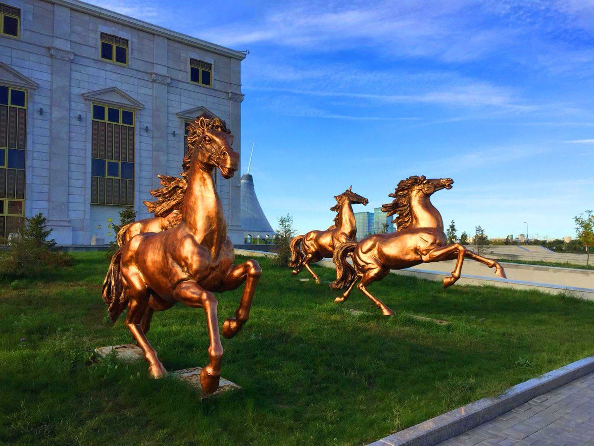 Title: Horse scupltures #Kazakhstan pic.twitter.com/g3710MR7SG