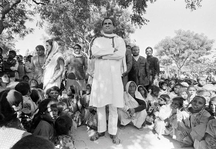 उनकी सादगी, उनकी सरलता, भारत के युवाओं के प्रति उनका विश्वास, पंचायती राज के प्रति उनकी निष्ठा, महिलाओं के उत्थान की सोच - भारत रत्न स्वर्गीय श्री राजीव गांधी को शत शत #RememberingRajivGandhi