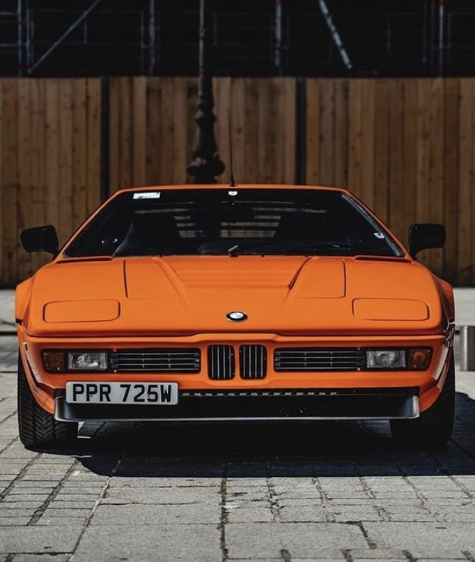 The #BMW M1 captured by Sajin Park. What are some of your favourite old #BMW models? Share your photos with us by commenting below. #ThrowbackThursdaypic.twitter.com/yFGVicsVWE