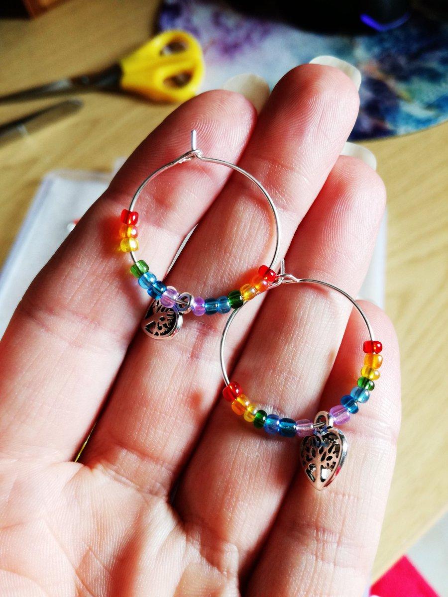 Playing with my beads  #thursdaymorning #rainbow #jewelry pic.twitter.com/I9cwN5fNxF