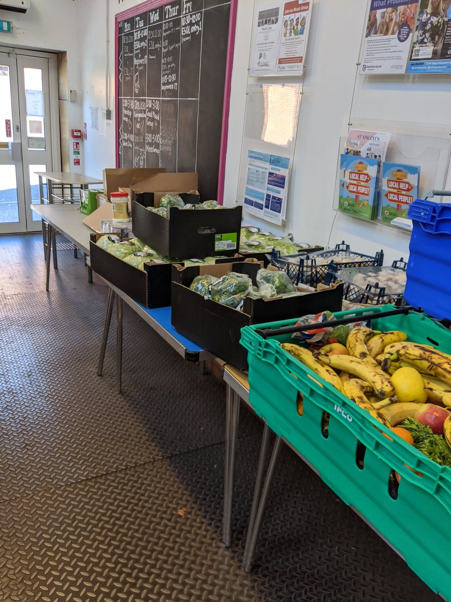 Because of the kindness of @SlungLow & @MakroUK one of our partner schools has been able to open their school foodbank an extra day this week 💪💪 #feedingfamilies #teamleeds