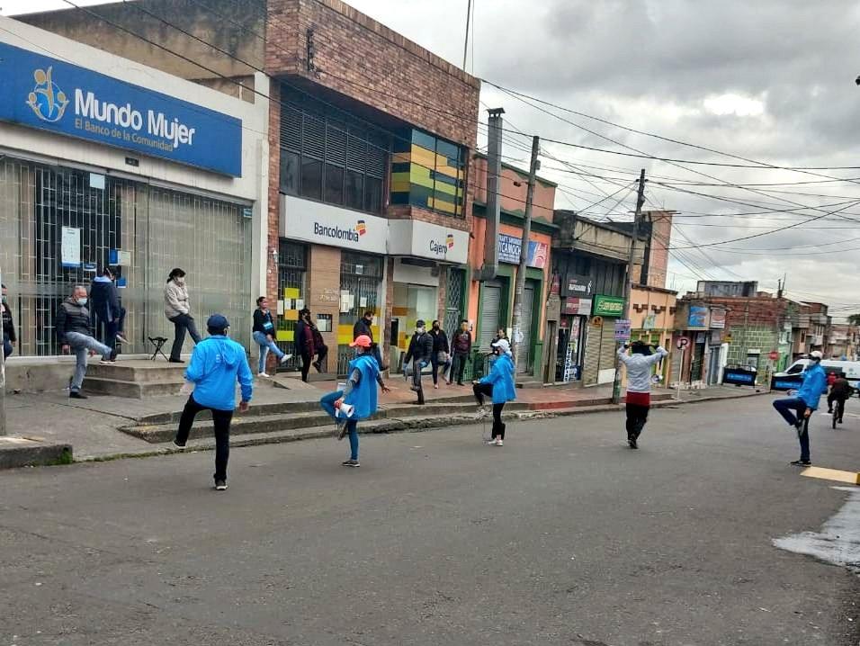 ¡Buenos Días!😊 #Hoy desde el sector '20 de Julio' de la localidad 'San Cristóbal' continuamos con nuestra jornada de educación y sensibilización. 🖇¡Recuerda que el autocuidado es responsabilidad de todos! #SalvamosVidas 🙌 https://t.co/ni57wI5vbr