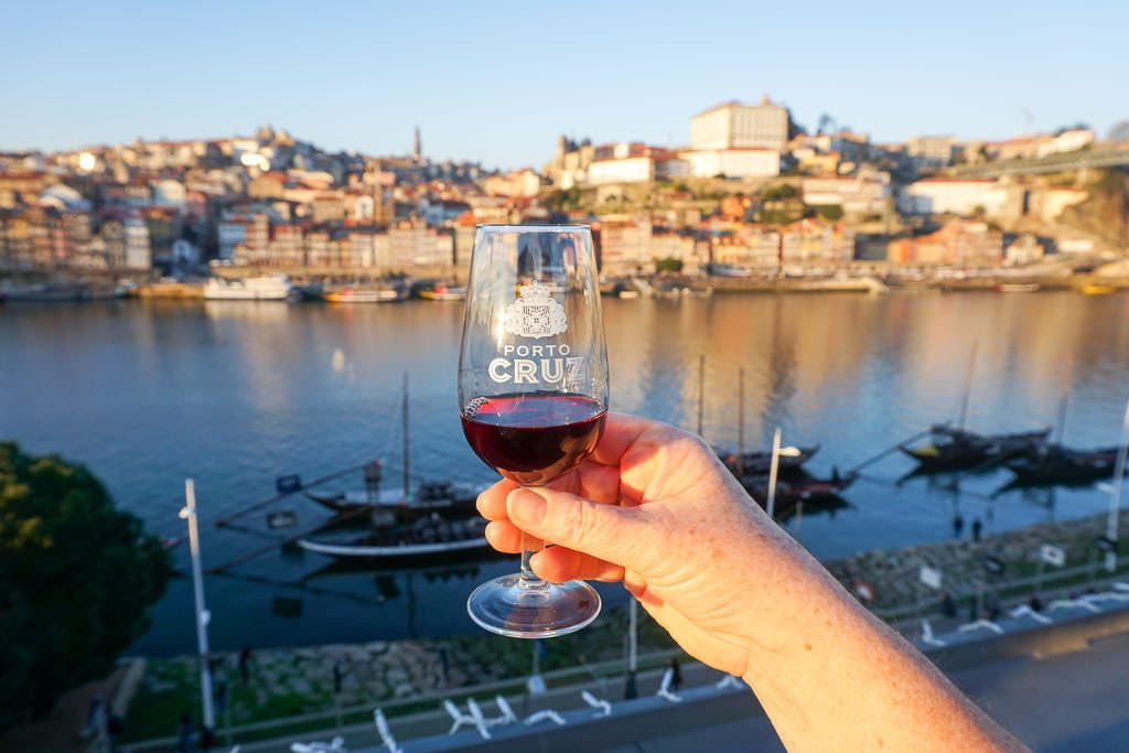 Happy Thirsty Thursday ! Day dreaming about the ports and wines of Porto  Love Portugal   #ThirstyThursdays #ThursdayVibes #Porto #Saude pic.twitter.com/U8C72uqw5Y