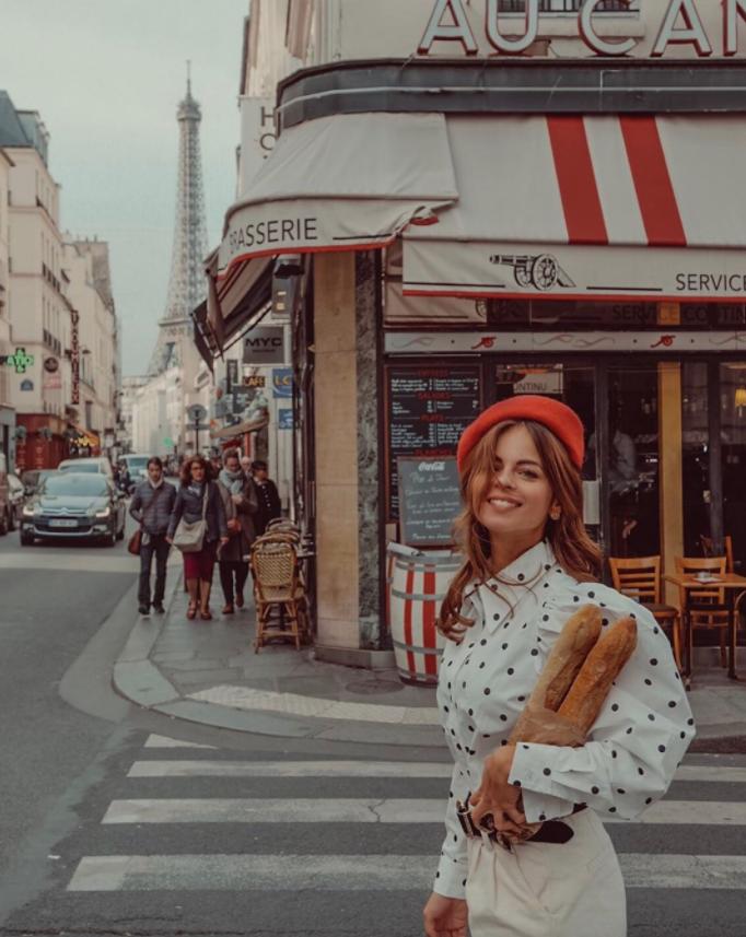 Baguette shopping in Paris  @raffaellaferrigno #ootd #fashion #style #fashionblogger #blogger #styleblogger #bloggerstyle #streetstyle #streetfashion #streetwear #paris #parisfashionpic.twitter.com/P3lQxBaXDv