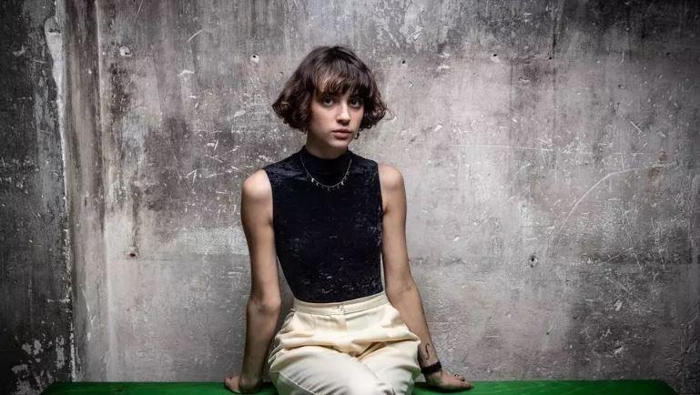 """🎧 À 23 ans, Claire Pommet alias @Pommeofficial sort """"Les failles"""" (@Polydor), un deuxième album dans lequel elle expose sa sensibilité. via @RFI https://t.co/Jr1tACHXa4 https://t.co/u6vp6aH5OK"""