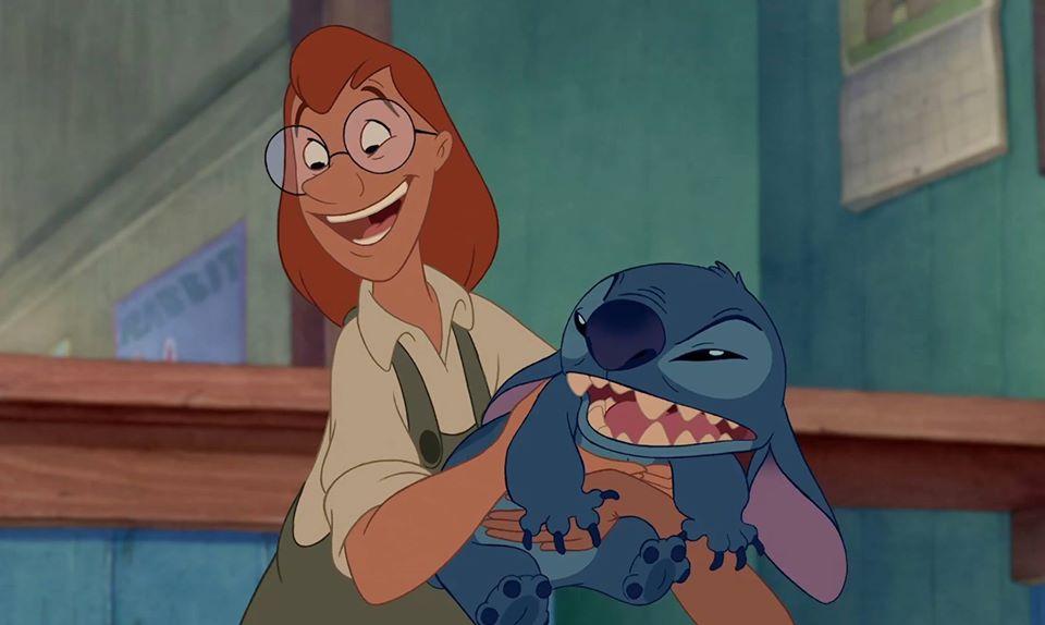 """Replying to @DisneySpain: """"¿Stitch? Eso no es un nombre... en Islandia. Pero aquí es precioso."""""""