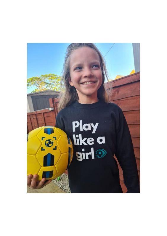 Play like a girl ! #futbolfemenino #futbol pic.twitter.com/b0Z2OdRYSt