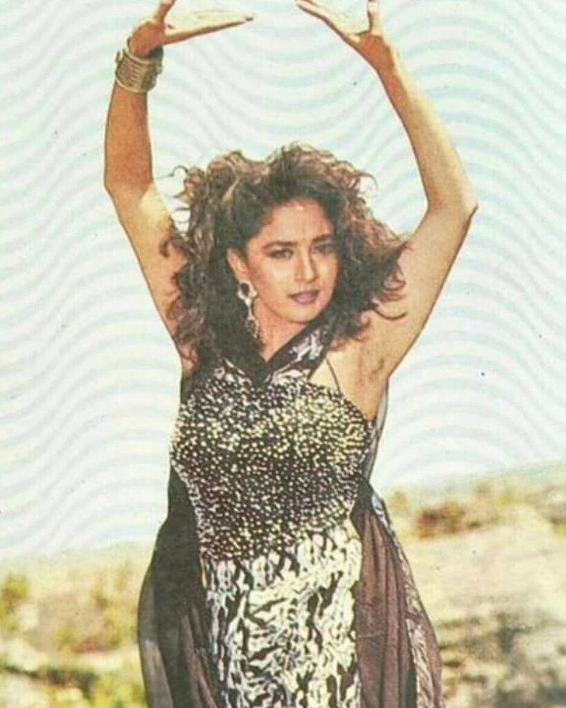#lovely #amazing #cute #candle #talented #madhuridixitnene #madhurians #singer #covid #bollywooddance #bollywoodstar #bollywoodstyle #queenofbollywood #bollywoodcinema #bollywoodfilm #indiacinema #indiafilm https://instagr.am/p/CAcpjNdBmxP/pic.twitter.com/JnBthUXrLy