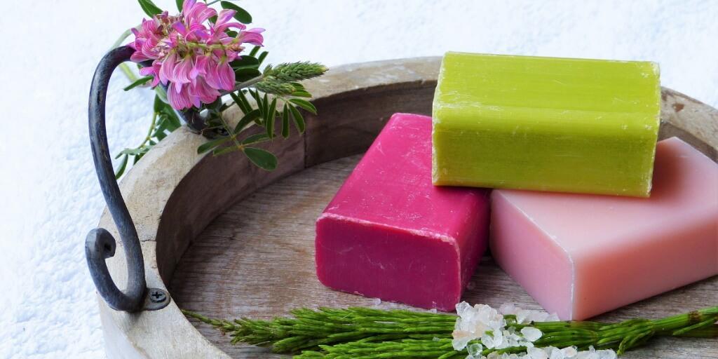 The Truth About Soap https://tenstarwellness.com/blog/coming-clean-the-truth-about-soap/… #BodyCare #soap pic.twitter.com/vQXsIXjjEY