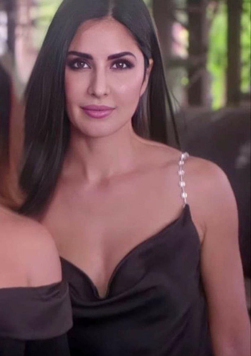 #BeautifulActress #BollywoodActress #KatrinaKaifpic.twitter.com/U9v5UW2iLL