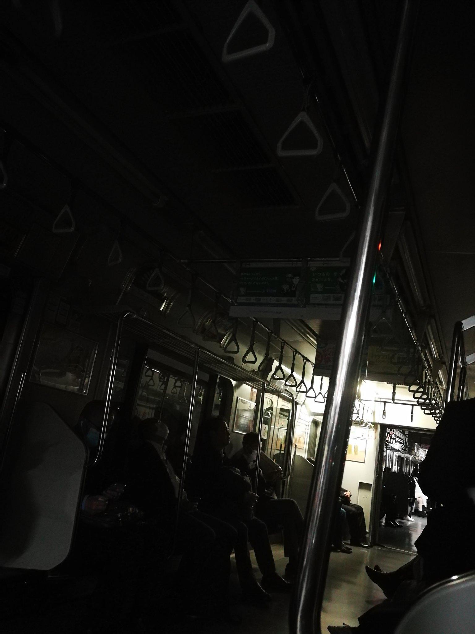 総武線の船橋駅の人身事故で電車内が停電している画像