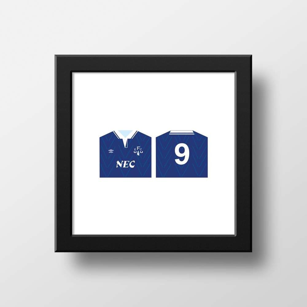 Any 1, 2 or 3 of your favourite kits available as a bespoke print for you or a loved one. Great as gifts or to celebrate on your walls. Get in touch via DM we do any kits.   #bespoke #print #kit #football #footballkit #illustration #soccer #futbol #calcio #thursdayvibes #Covid19pic.twitter.com/8t2bj39YTj