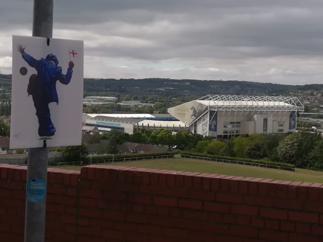 Check out this joyful submission to @SlungLows #LS11ArtGallery from Eric, who is self-isolating in Beeston, could only go in one place 🏴 #lufc #EllandRoad💙💛