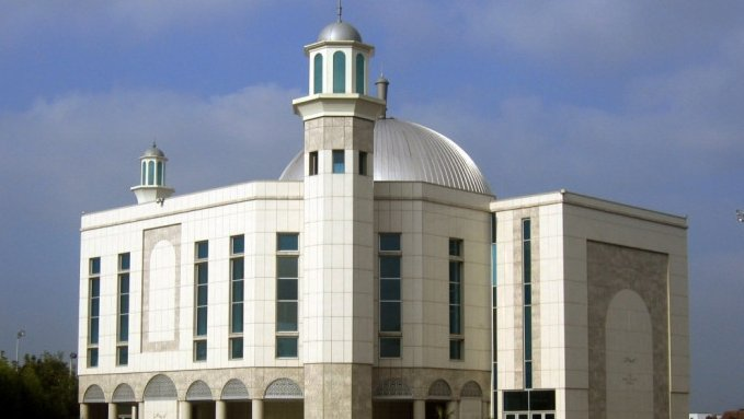 Today will be the second Adhan (at Maghrib time 8:55pm, BST) on the loudspeakers at the Baitul Futuh Mosque (House of Victory) in London, Western Europe's Largest Mosque! Insh'Allah.  #Islam #Ahmadiyyatpic.twitter.com/FlauYKerhZ