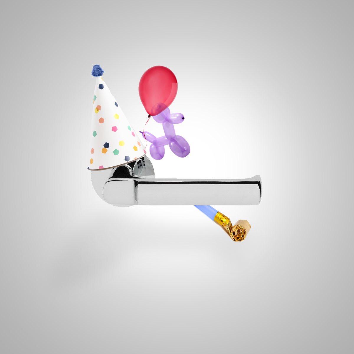 Poikkeusaikoina pienetkin asiat ovat syitä juhlaan. Sen tietää myös ABLOY 6647, jolle helatorstai on jokavuotinen juhlapäivä ja varma kesän merkki. Hyvää helatorstaita! #AbloyForTrust #helatorstai https://t.co/PyYR3dy5tk