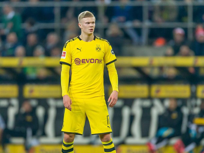 Manchester United and Real Madrid will wait before going in for Erling Haaland as his €75m exit clause from Dortmund is not valid until 2022. (Source: Evening Standard)