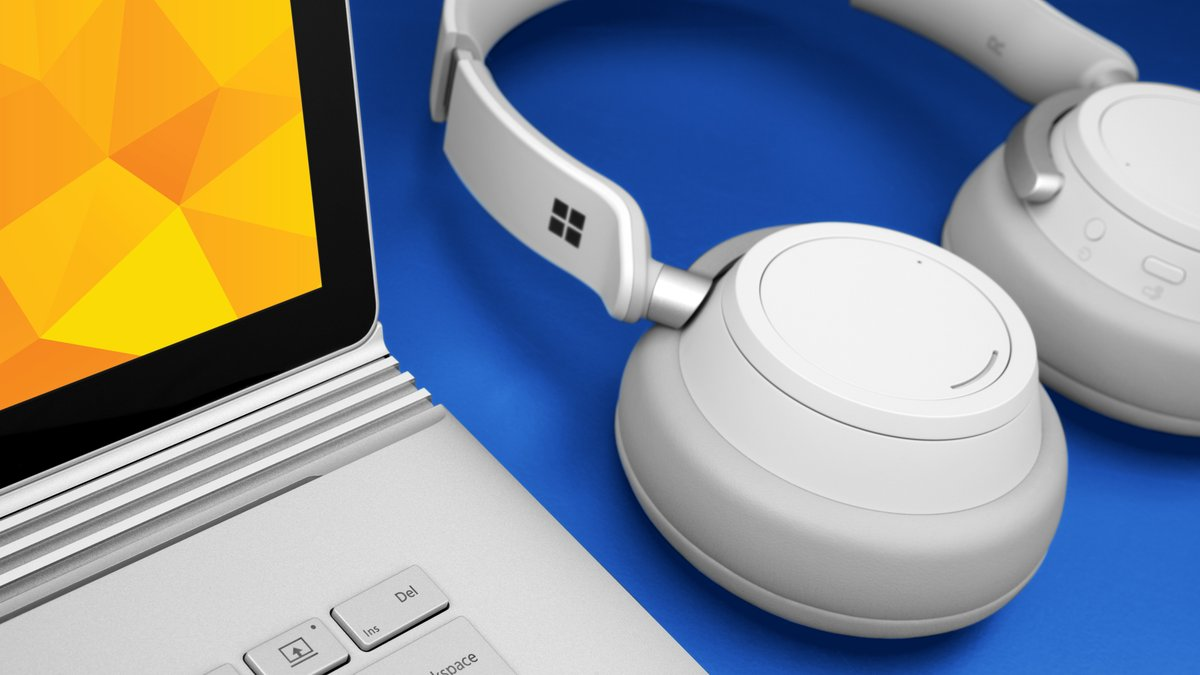 Video up on the new Surface Book and Surface Headphones https://t.co/RMPSGIyYn2 https://t.co/15EvEJyoUs