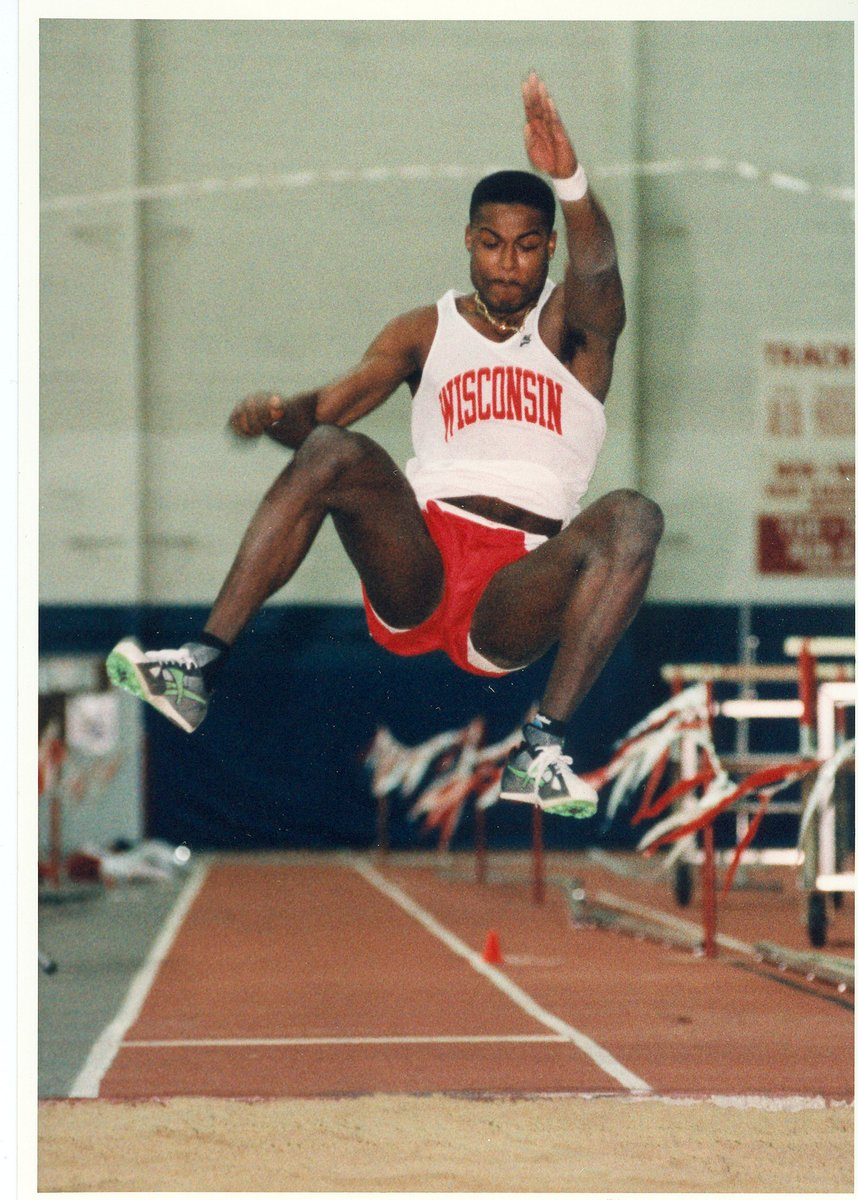 #𝕿𝖍𝖗𝖔𝖜𝖇𝖆𝖈𝖐𝕿𝖍𝖚𝖗𝖘𝖉𝖆𝖞  On this date in 1994, Reggie Torian set the school record in the long at 26-2. Torian also won the 1997 NCAA title in the 110-meter high hurdles! https://t.co/zOepp8nTkJ