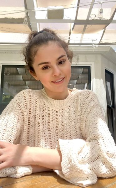 #TakeABreak with @selenagomez She gives us a look at her new routine and shares how important it is to take care of yourself Dwa serca #MentalHealthAwarenessMonth https://t.co/Xz0HGgfGTH https://t.co/8upC5u2tJD