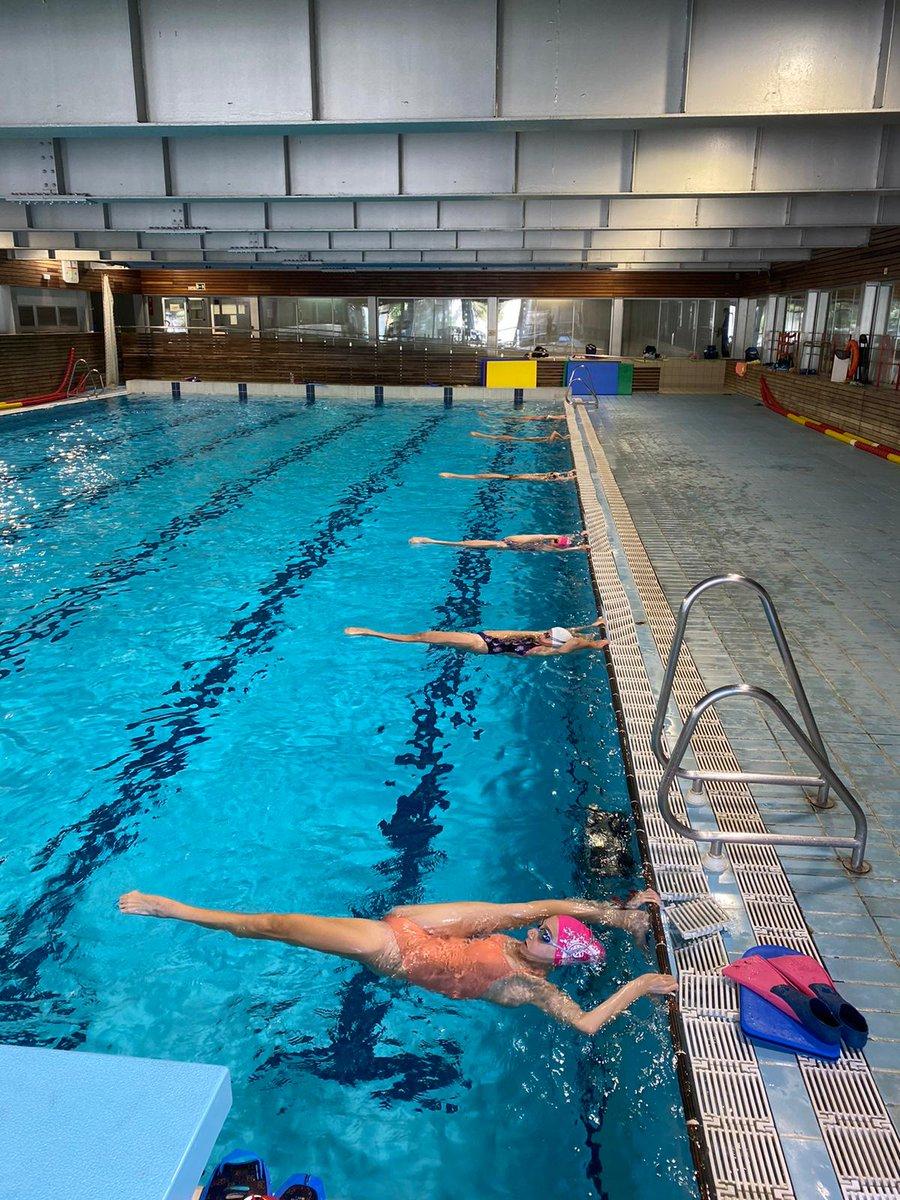 La #natacióartística de la FCN, amb algunes de les seves esportistes becades d'Alt Nivell també han tornat als entrenaments @CARSantCugat @esportcat  #moltcontents 👏🏼👏🏼👏🏼 https://t.co/YmBDbUnbwm