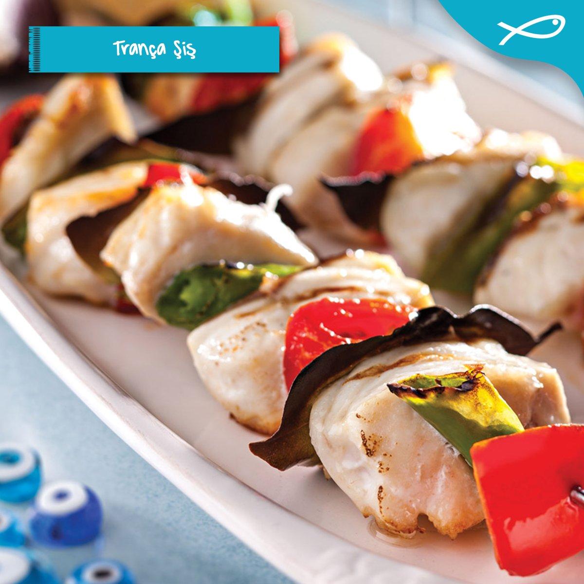 Kuzu gibi eti ve pamuk gibi tadıyla itinayla damaklarda iz bırakır, trança şiş tarifi sizinle. #TurkishSeafood #trança #iftar #ramazan #balıkpic.twitter.com/1Os7JAzvzg