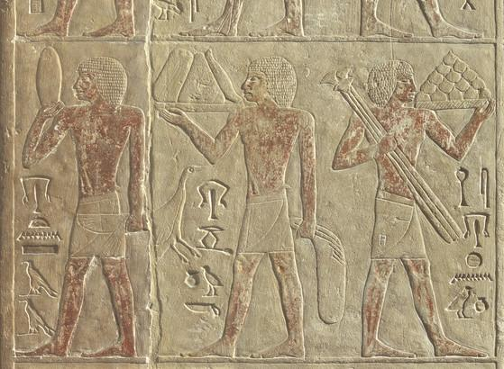 A detail of the funerary chapel of Neferirtenef in the @ArtHistoryBRU (E.2465).   Belgian envoy in Egypt Léon Maskens served as an important intermediate in its transport to Belgium in 1905. #museumsunlocked 1/3  📸@ArtHistoryBRU https://t.co/guiM7e3F0M
