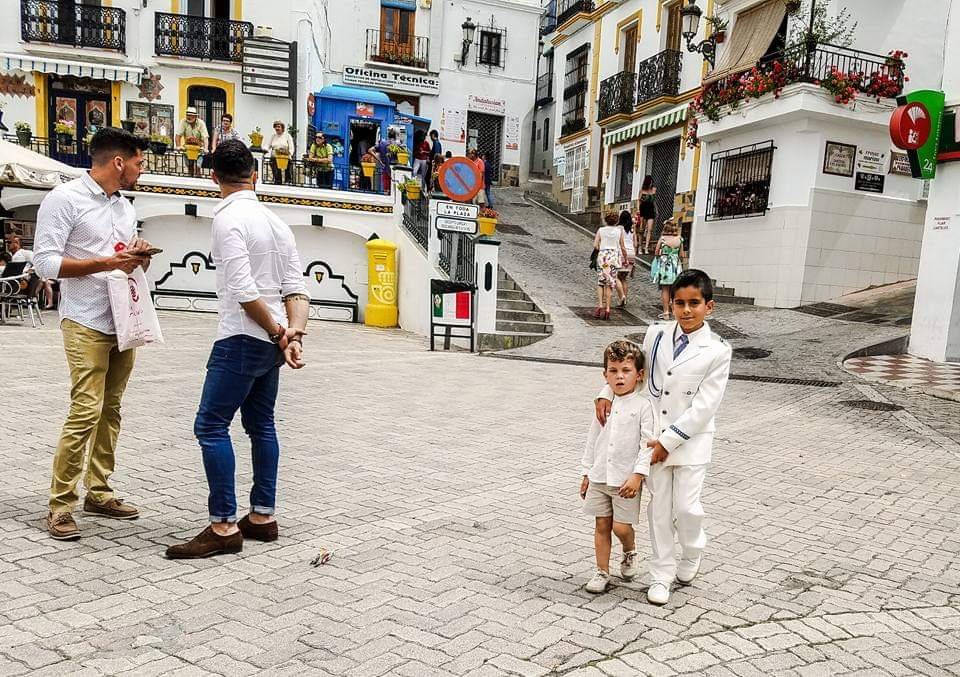 Of boys and men #streetphotography #streetphoto pic.twitter.com/KADgGvbDeX
