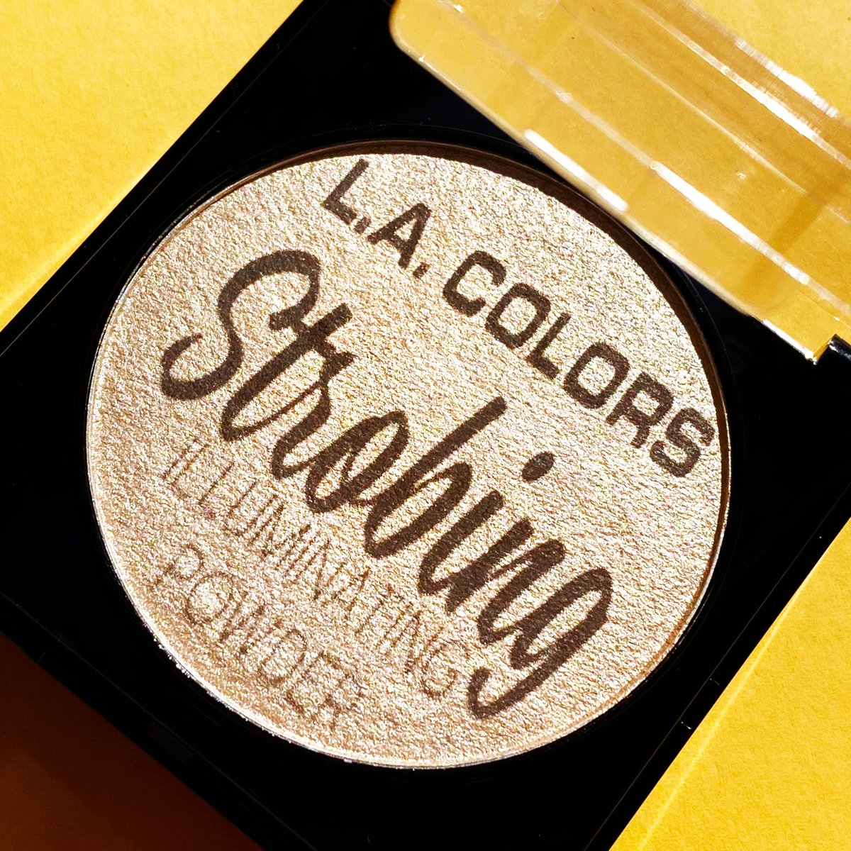 Our Strobing Illuminating Powder has your back for the perfect Golden Hour selfie.  . . . #LACOLORSCosmetics #LACOLORS #IMakeup #Affordable #CrueltyFree #AffordableMakeup #ColorfulMakeup #Pigmented #MakeupGoals #goldenhour #highlighter #glowgoalspic.twitter.com/jhMhim8kdF