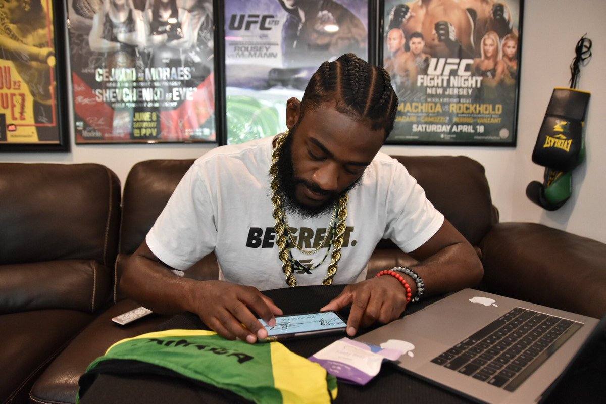 Funk Bandits, it's official! My contract is signed! Quarantine beard and mustache are in prime form! Let's get FUNKY! • #FightIsland #UFC250 #TeamEverlastufc https://t.co/6hPLpApTwd