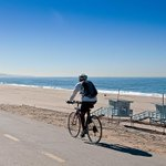 Image for the Tweet beginning: LA County's beach bike paths