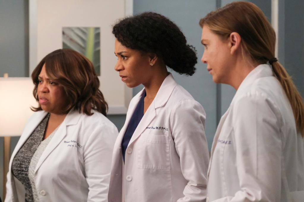 When your friend hasn't finished #GreysAnatomy yet ✋ Get to streaming now! https://t.co/qxKWmYx3Df