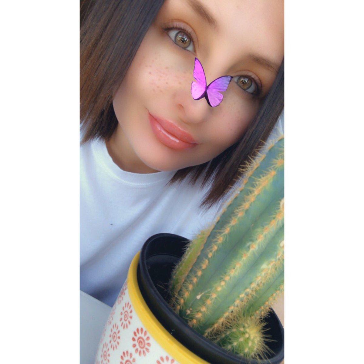 I'm a cute cactus lovin bitch  #selfie pic.twitter.com/QhIryXzSyP
