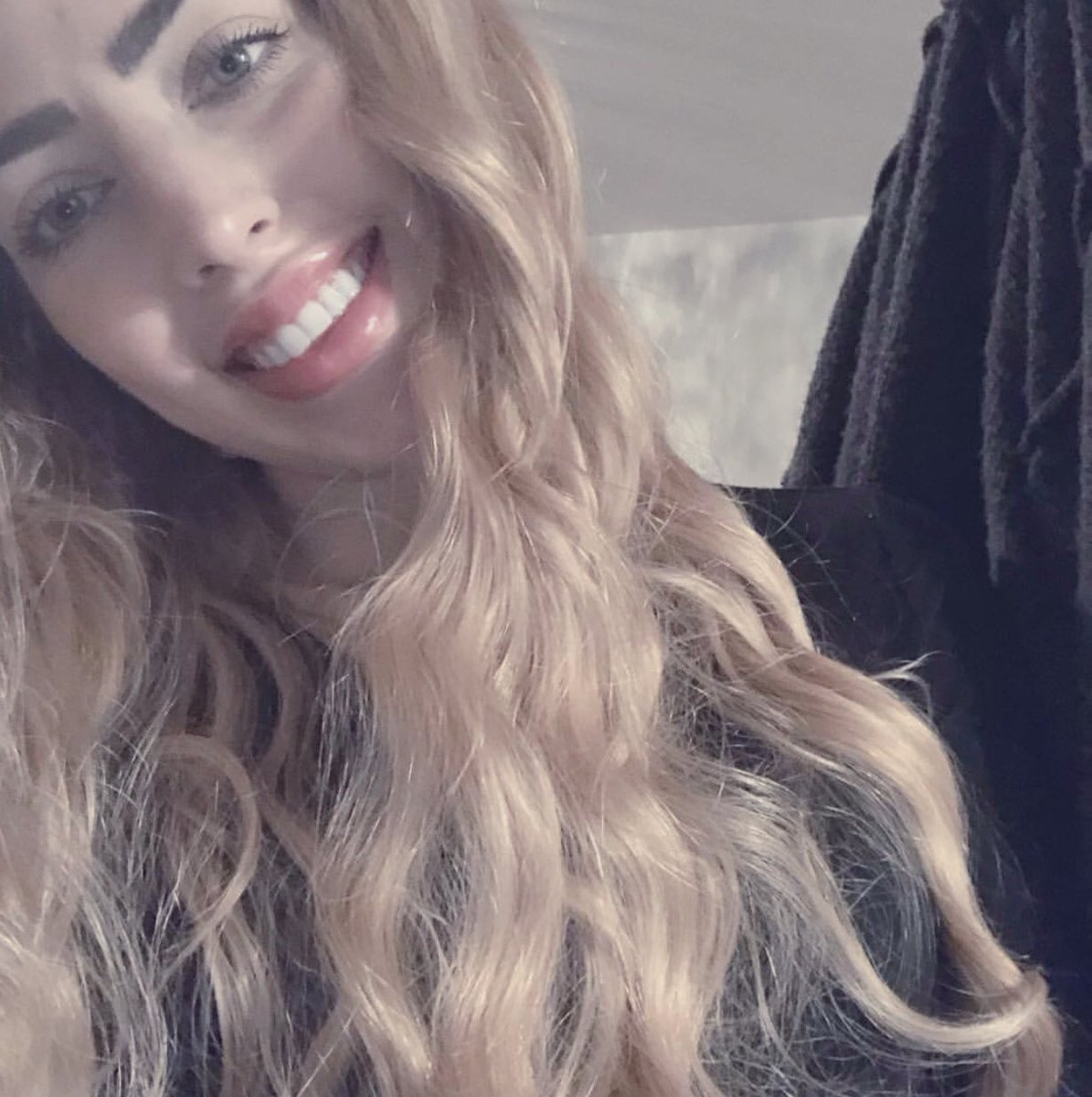Idk...I think I've pulled off a #blonde wig a little better... #dainty #gorl #danalynnreid  excuse my  teeth https://twitter.com/FutureBecky/status/1263453888126091264…pic.twitter.com/2OAXyZuaLX
