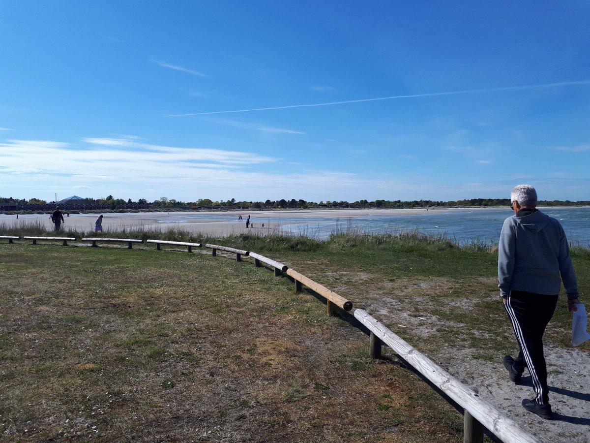Det ser hyggeligt ud i Øster Hurup 😎 Generelt møder vi flest mennesker ved kysterne - nyd det gode vejr. #holdafstand #COVID19dk #sommerlandet https://t.co/Mo8aTnJB76