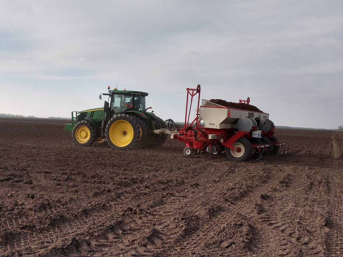 You keep buying potato chips and bean dip and we'll keep planting chip potatoes and pinto beans! #plant2020  #Fritolay #ADM pic.twitter.com/wxreo0EbyZ