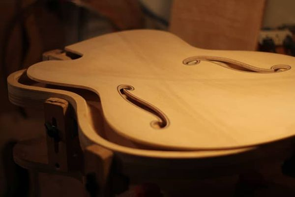 https://tbguitars.com/ #theartoflutherie #handmadeguitars #luthiers #guitarbuild #luthery #luthiery #guitarphotography #guitarmaker #guitarbuilding #guitarbuilder #lutherie #acousticguitars #handmadeguitar #guitarmaking #customguitar #guitar #guitars #luthierschoolpic.twitter.com/fIvEhAhVZu