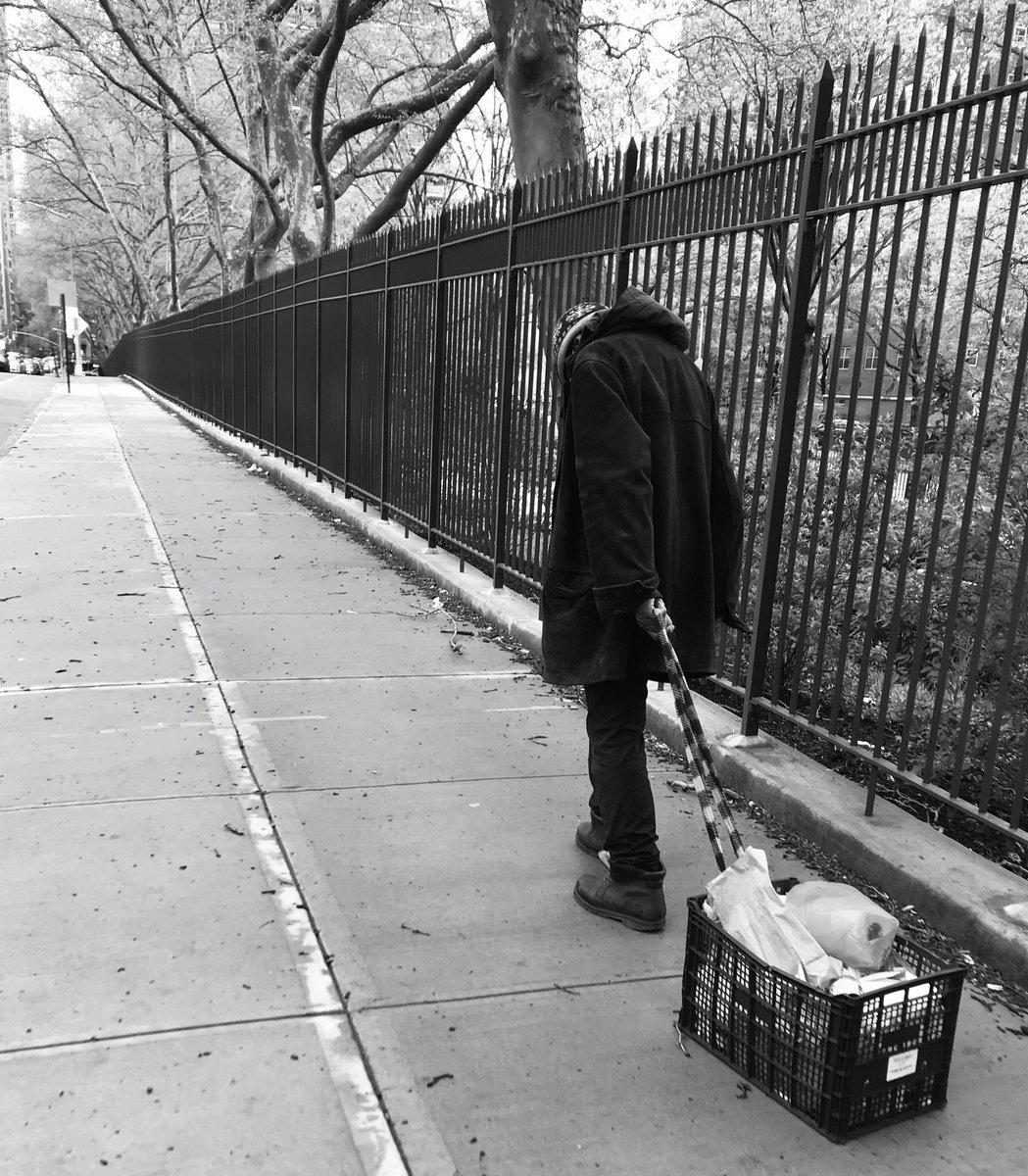 Human being dragging box... #NewYork #newyorkcity #Covid_19 #ThePhotoHour #blackandwhitephotography #BlackAndWhite #StormHourpic.twitter.com/W8qTrGaZft