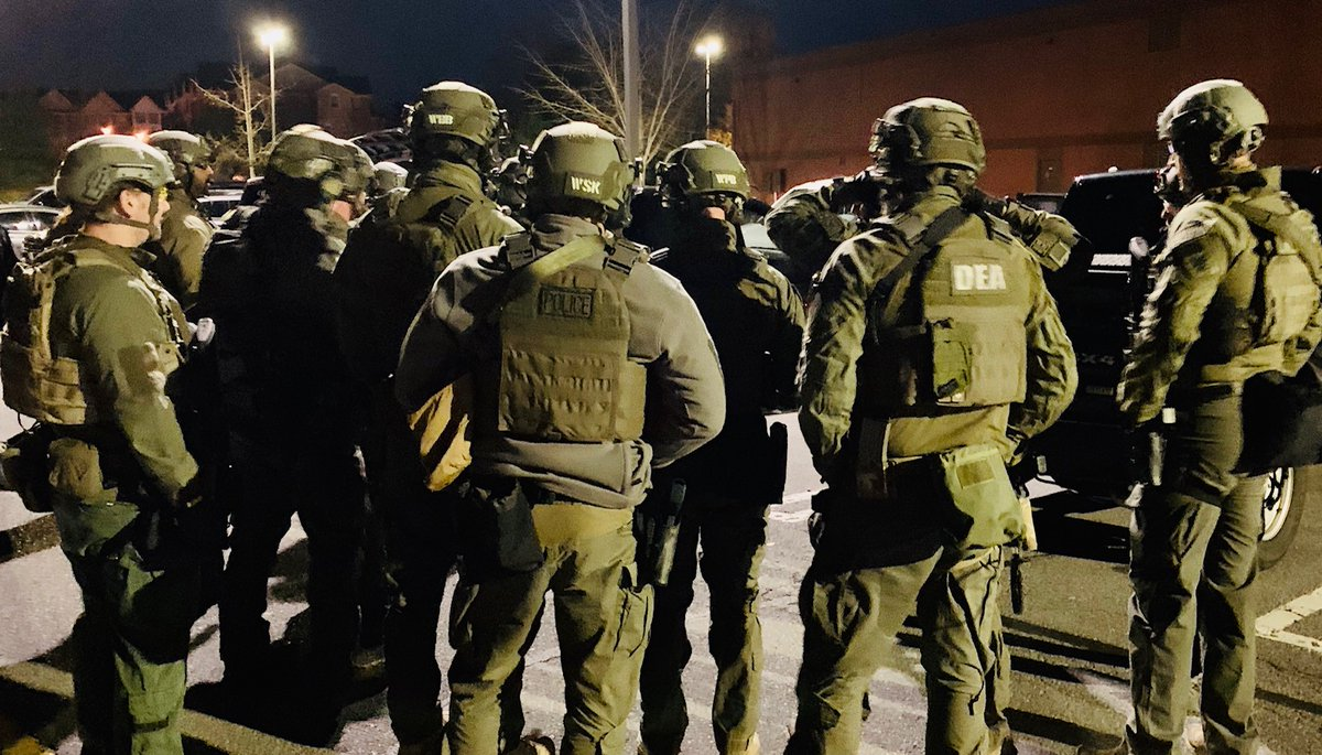 Roanoke area man distributing heroin and fentanyl, off the streets! Great work for the SW VA community by @DEAWashingtonDC @ATFWashington @USMarshalsHQ @rpdsafercity @RoanokeSheriff @SalemVA PD @VSPPIO @USPIS_RIC & @WDVAnews ! justice.gov/usao-wdva/pr/r…