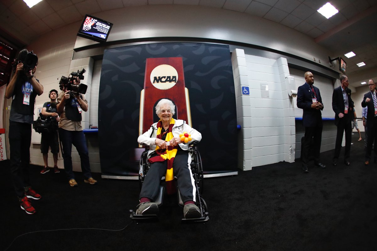 Tune in to @foxkickoff today during the 5 pm news as @LouCanellis catches up with our own #SisterJean! #OnwardLU #MVCHoops https://t.co/pT8CGrrpC4