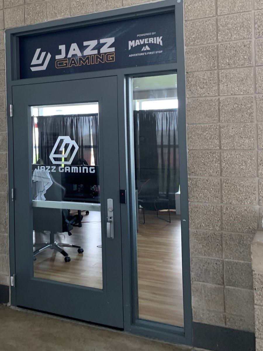 📍 Jazz Gaming Lounge powered by @Maverik  We'll be competing remotely from @vivintarena beginning with tonight's debut at 7 p.m. #ThisIsNotAGame   📱 https://t.co/QgmN5KynN5 💻 https://t.co/z1OpMQRtF8 📺 https://t.co/4lk9Mz8D03 https://t.co/QB3KpFEtmY