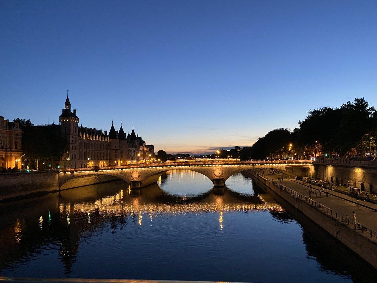 Evening walk #Paris #Francepic.twitter.com/Tt6SH0izem