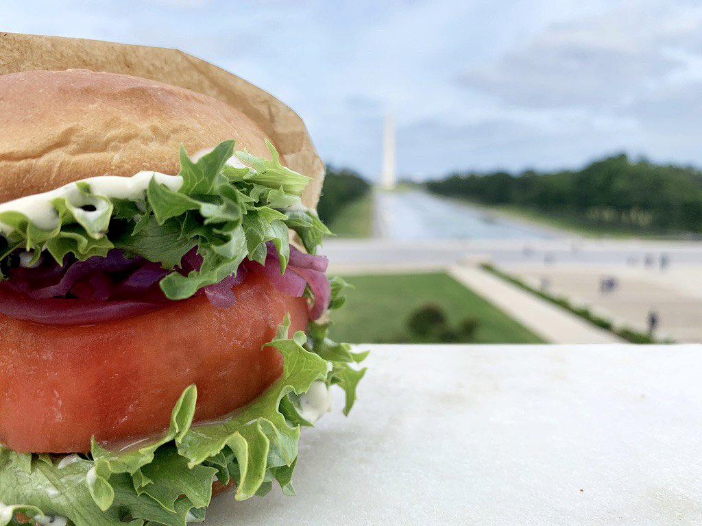 We've got some monumental news...the Beefsteak 🍅 Burger is back! Starting tomorrow you can upgrade your picnic with the best of summer produce, and try the Beefsteak Burger or Burger Box for 4 this weekend. Where are you taking yours this weekend? Tag us! #HowIBeefsteak https://t.co/chI2AzPxW1