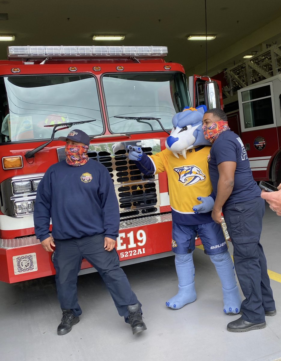 .@Gnash00 stopped @NashvilleFD Station 19 today to say thanks with some @hbpizza. 💛