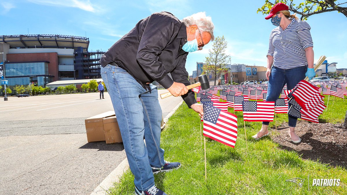 This afternoon, RKK joined volunteers from @TeamProject351 to plant our #HeroesFlagGarden  2,552 flags honor the 2,552 Foxboro residents who lost their lives defending our country since the Revolutionary War: https://t.co/4vMYFNpRvT https://t.co/ZyfhxVgtb4