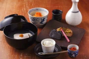 Kyoto is a perfect place to enjoy kaiseki cuisine. In a traditional atmosphere, why don't you enjoy some traditional cuisine?  https://buff.ly/2KEXCxk  #SAVORJAPAN #japanesefood  #Japanpic.twitter.com/aiYqEsXsdy