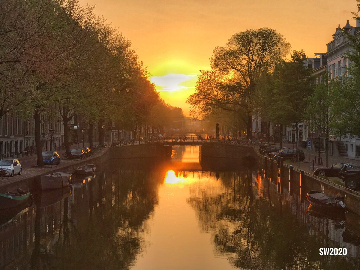 Early morning view from the Herengracht in #Amsterdam pic.twitter.com/3V04cDfEVB