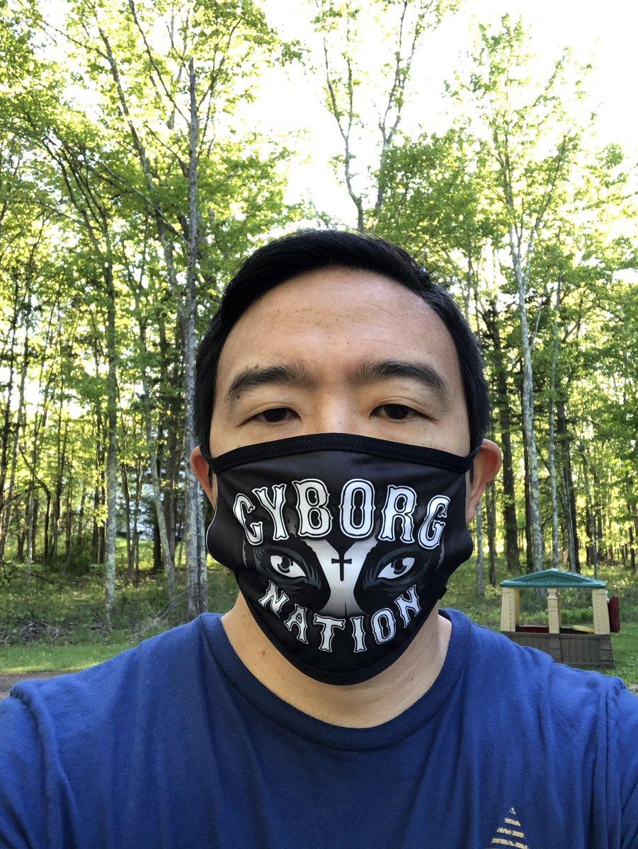 Thanks for the mask @criscyborg!  😀👍 https://t.co/FXeVNiHXeG