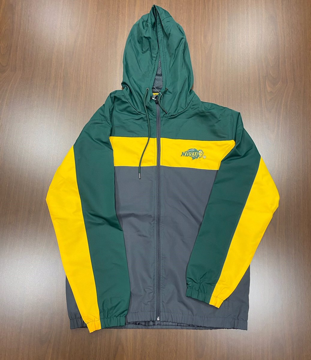 #FreeStuffFriday   Are you a Bison fan? Do you like free gear?   If you answered YES to both of those questions, check out the free gear up for this week's giveaway!   How to enter:  RETWEET post  LIKE post  FOLLOW @NDSUlicensing   Winner selected Monday!<br>http://pic.twitter.com/eaRgCAQCfP